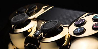 zoom sur la manette PS4 en or